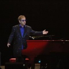 Elton John fará shows no Nordeste