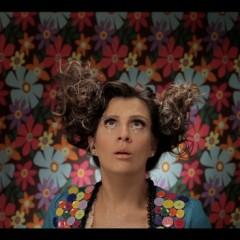 Carol Levy estreia Contarolando na Globo