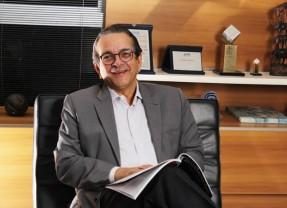 Antonio Lavareda lança seu 10º livro nesta segunda