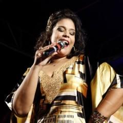 Cantora Adriana B promove shows gratuitos no Recife