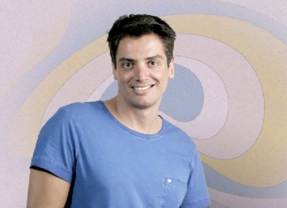 Após sofrer acidente de carro, colunista Leo Dias passa bem