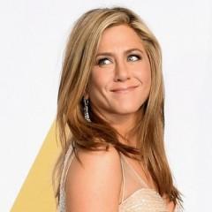 """Jennifer Aniston desmente gravidez e critica mídia: """"Não estou grávida. Estou é farta"""""""