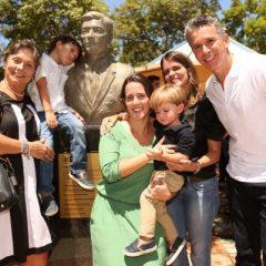 Busto em homenagem a Camilo Simões na Rua da Aurora