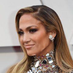 Aos 52 anos, Jennifer Lopez ganha elogios por boa forma