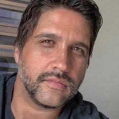 Léo Chaves relata crise pessoal no auge do sucesso: 'Descontava na bebida'