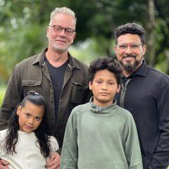 Discreto em sua vida pessoal, Luiz Fernando Guimarães publica registro em família e acumula elogios