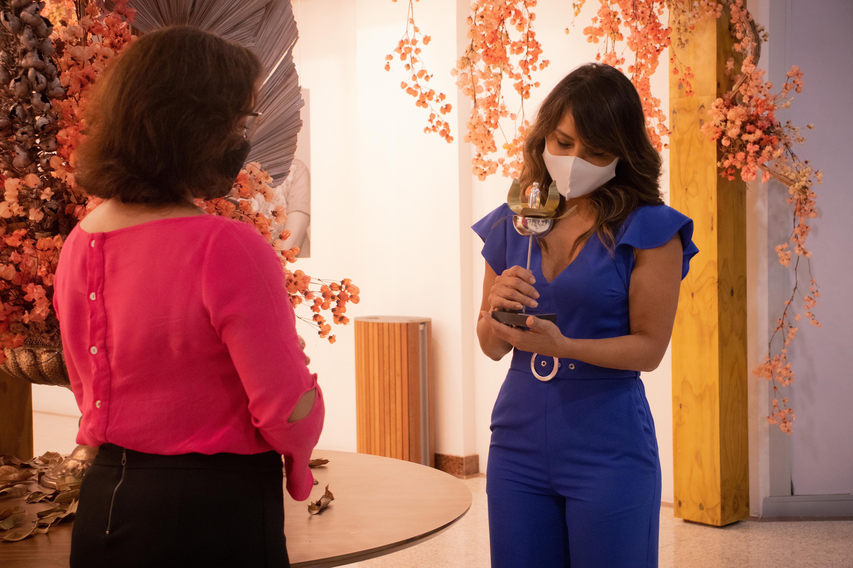 Vencedora na categoria Comunicação, a jornalista Sabrina Rocha, da Rede Globo  (Foto: Débora Dantas/Combogó Comunicação)