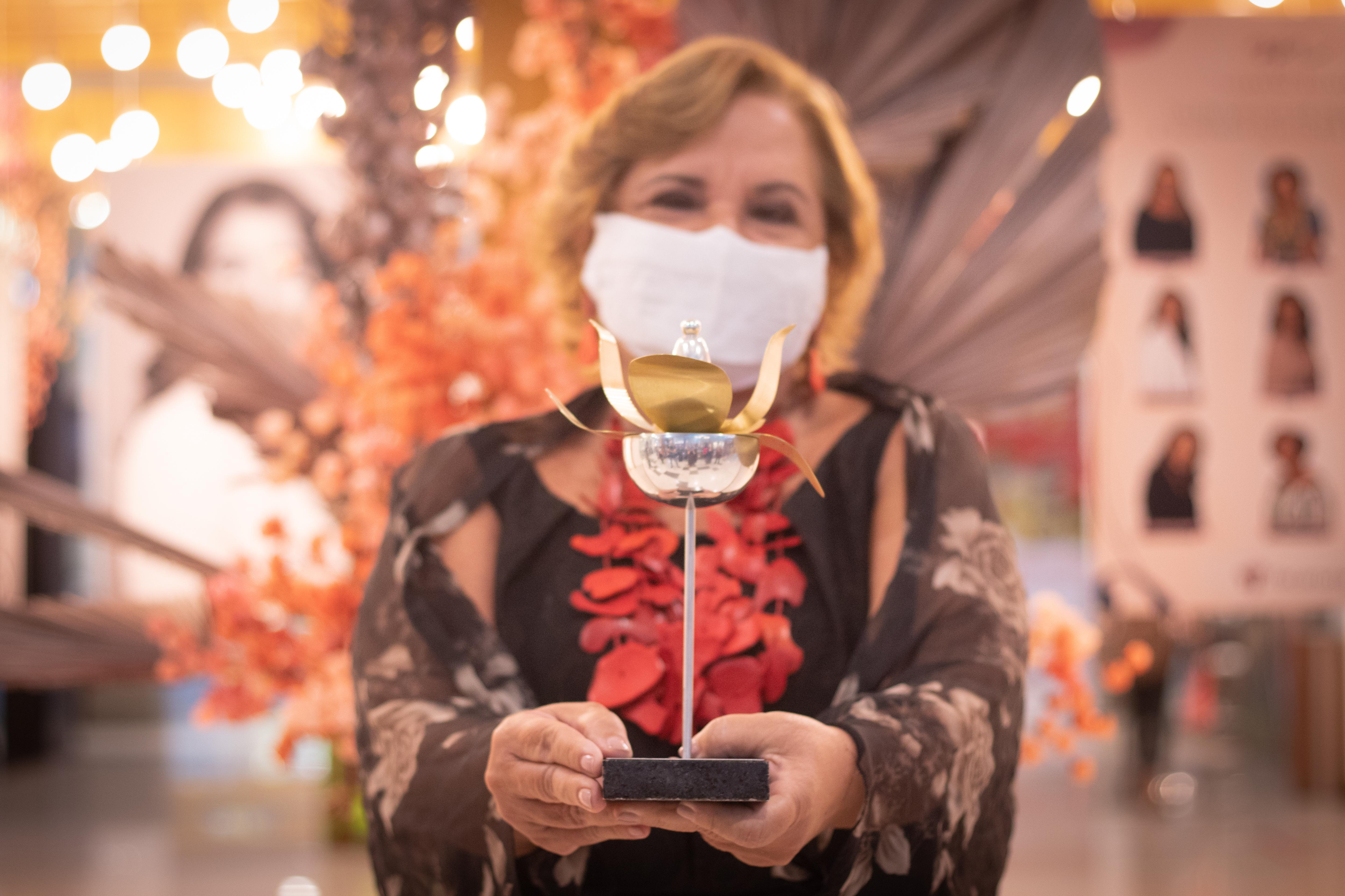 A arquiteta Mércia Carrera foi homenageada na categoria Design, Arquitetura e Decoração (Foto: Débora Dantas/Combogó Comunicação)