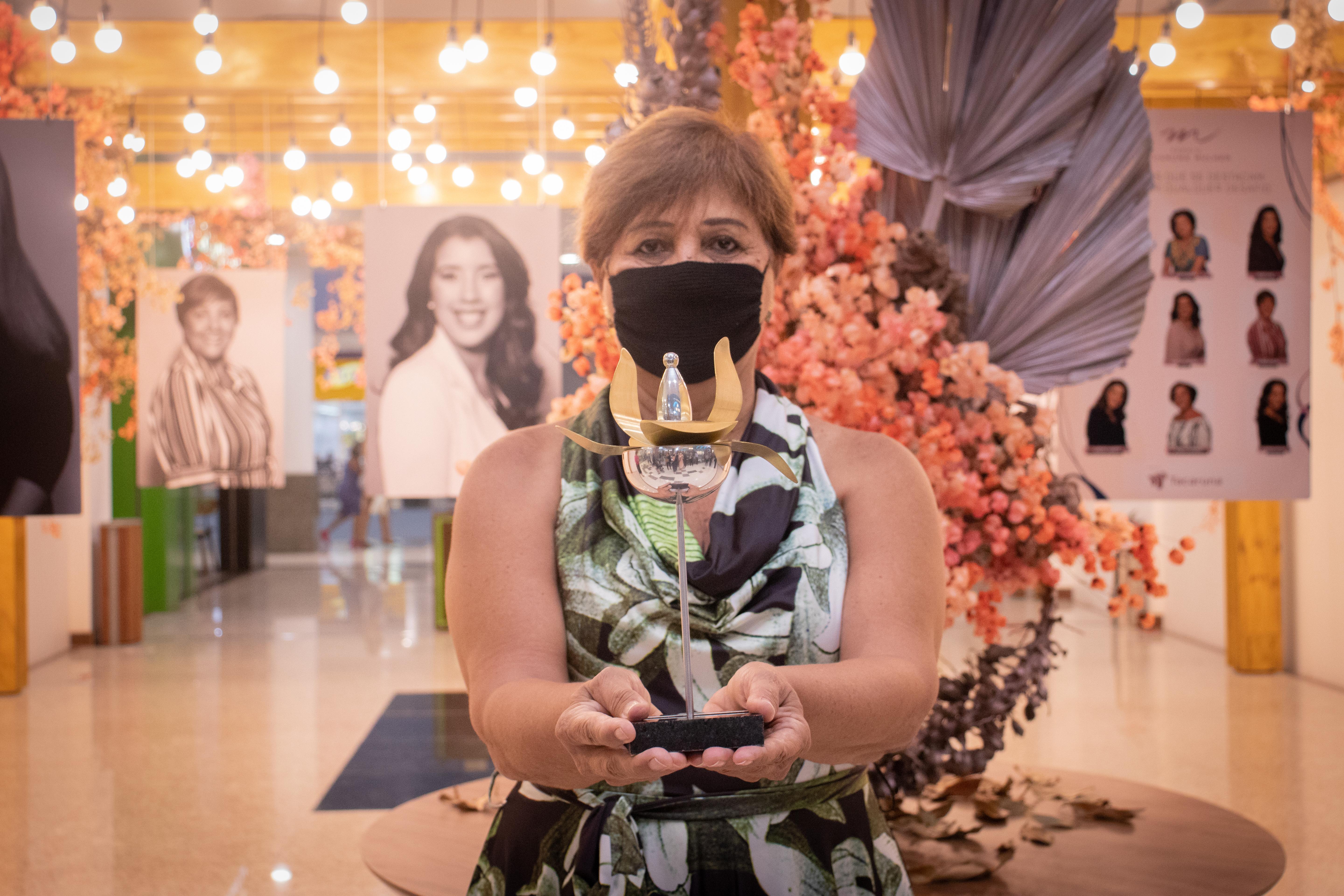A pedagoga Maria Maciel, premiada na categoria Educação  (Foto: Débora Dantas/Combogó Comunicação)