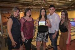 Paula Margolis comemorou o lançamento do Mundo Game Station com sua equipe (Copy)