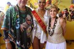 Rômulo Menezes e Ana Nery com a musa do Galo