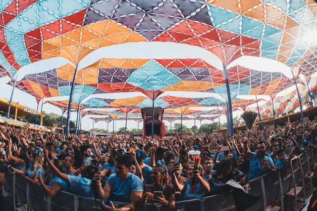 Público esgotou os ingressos nos três dias do Camarote Olinda