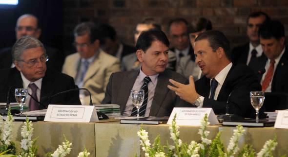 Cide Gomes e Edardo Campos no IRB - Crédito: Aluísio Moreira/SEI/Divulgação