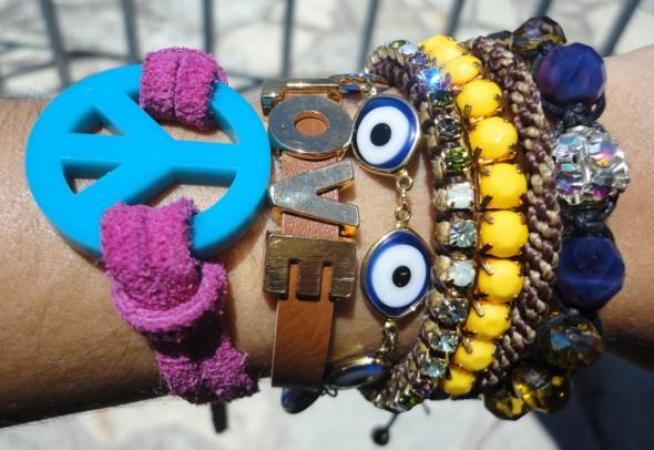 Peace and love, pedrarias, correntes e couro - Crédito: de-sobretudo.blogspot/Reprodução