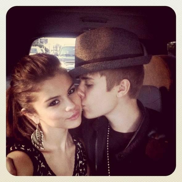 Selena Gomez com o ex-namorado Justin Bieber Crédito: Reprodução Instagram @justinbieber