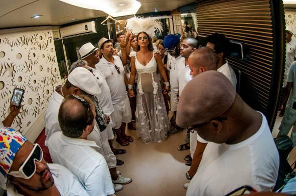 Ivete Sangalo com a Banda do Bem, na oração - Crédito: Cacau Mangabeira/Divulgação