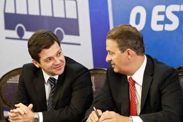 Geraldo Julio e Eduardo Campos/Andrea do Rego Barros