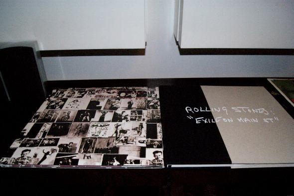 O vinil da edição especial do Exile on Main Street dos Rolling Stones vem com livro Crédito: Laís Siqueira/DP/D.A Press