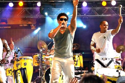 Timbalada recebe convidados em show no Recife - Crédito: Paulo Sousa/Divulgação