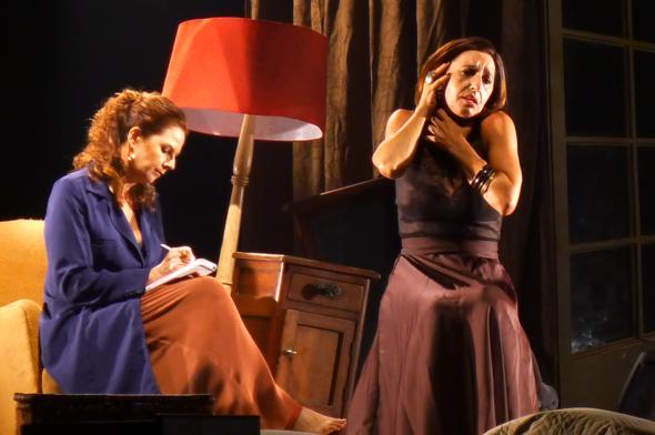 Duas mulheres em preto e branco. Crédito: Pollyana Diniz / Divulgação