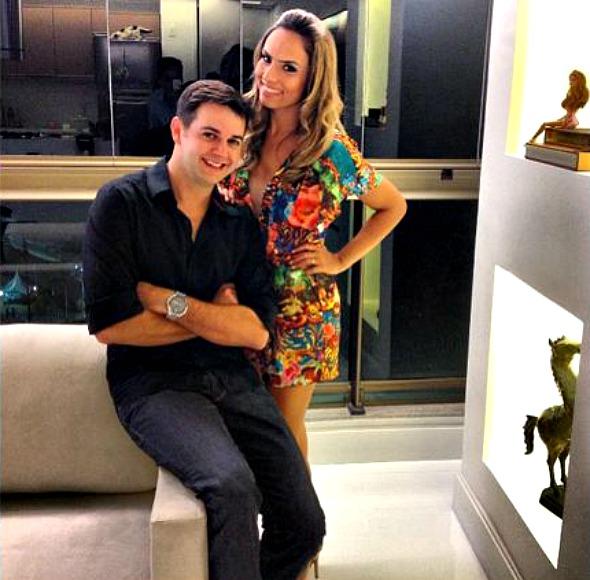 Heracliton Diniz recebeu a estilista Patriciia Bonaldi em seu apartamento -Crédito: Arquivo pessoal/Heracliton Diniz