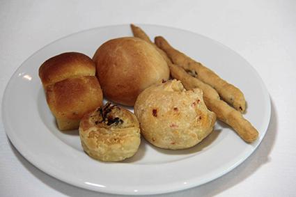 Pães produzidos no próprio restaurante - Crédito: Gleyson Ramos/Divulgação