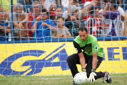 O goleiro Magrão em ação - Foto: Ricardo Fernandes/DP.DA Press