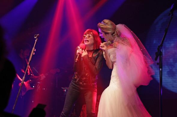 Rita Lee e Taciana dançam juntas  Crédito: Roberto Ramos/DP/D.A Press