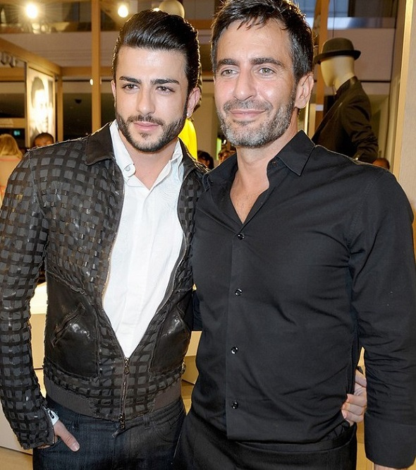 Harry Louis e Marc Jacobs - Crédito: Daily Mail