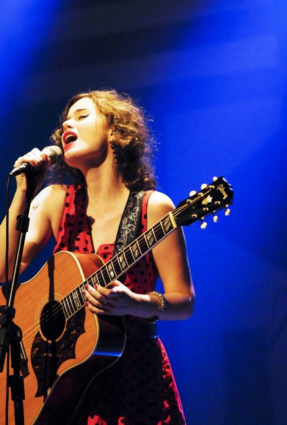 Ana Cañas sobe ao palco do Downtown - Crédito: Rafa Zart/Divulgação