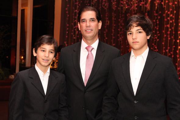 Eduardo, Bruno e Guilherme Bacelar - Crédito: Nando Chiappetta/DP/D.A Press