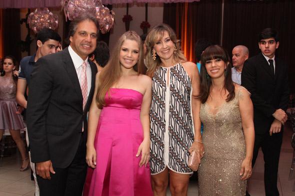 Sérgio Arruda, Gabriela Gama, Silvana Arruda e Liana Bacelar - Crédito: Nando Chiappetta/DP/D.A Press