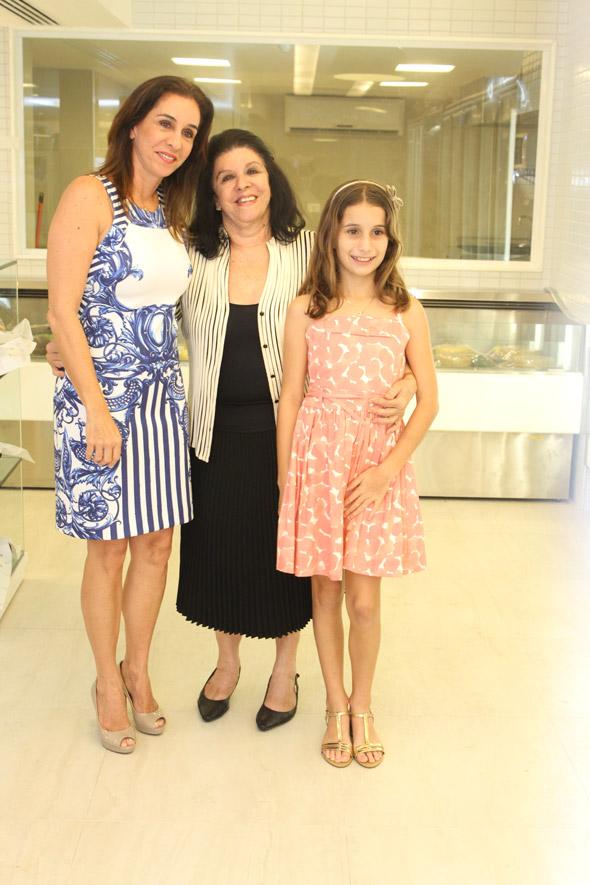 Patrícia Gomes e Celinha Batista inauguraram ao lado de Júlia o novo empreendimento Crédito: Nando Chiappetta/DP/D.A Press