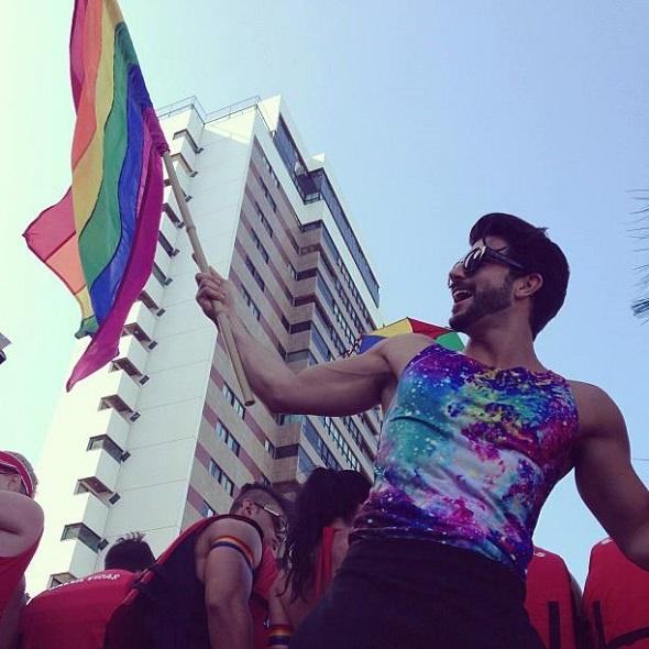 Harry Louis na Parada da Diversidade do Recife – Crédito: Reprodução Facebook