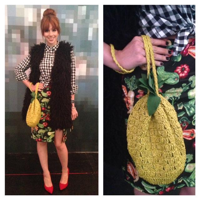 Look divertido, com destaque para uma bolsinha de crochê em formato de abacaxi - Crédito: Cecília Ramos/DP. DA. Press