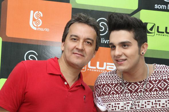 Luan Santana ao lado do pai, Amarildo Santana - Crédito: Nando Chiappetta/DP/D.A Press