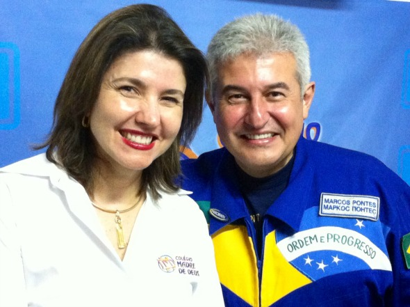 A diretora do Colégio Madre de Deus. Christiana Cruz e o astronauta Marcos Pontes Crédito - Executiva Press