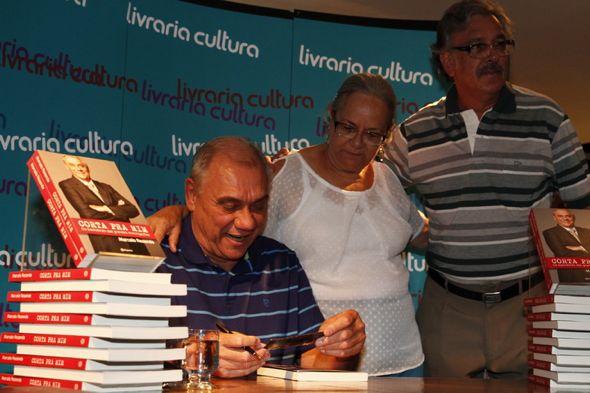 Marcelo Resende autografou seu livro ontem na Livraria Cultura. Crédito: Ricardo Fernandes / DP / D.A Press
