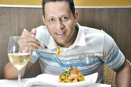 O chef Claudemir Barros realiza jantar na próxima segunda-feira para comemorar 10 anos do Wiella Bistrô - Crédito: Blenda Souto Maior/DP/D.A Press
