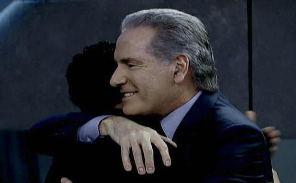 Rodrigo Solano recebe abraço de Roberto Justus - Crédito: TV Record/Divulgação
