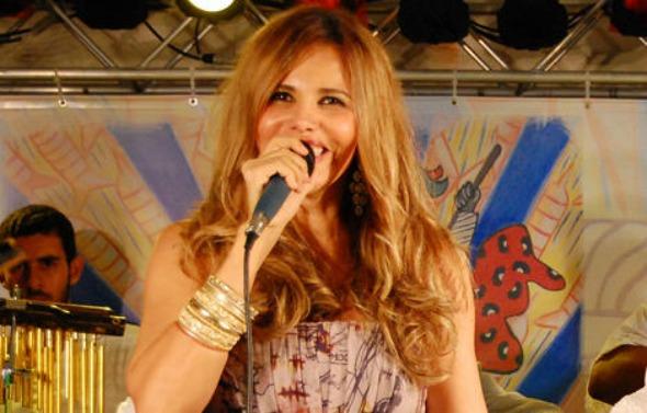 Márcia Freire se apresenta neste sábado. Crédito: www.marcia-freire.com