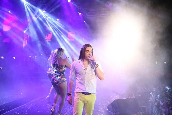 Wesley Safadão fez uma homenagem ao Rei do Brega durante o seu show -  Crédito: Humberto Reis/Divulgação