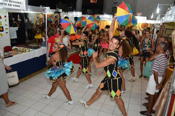 Além dos artesanatos, atrações musicais animam o público da feira - Crédito: Fenahall/Divulgação