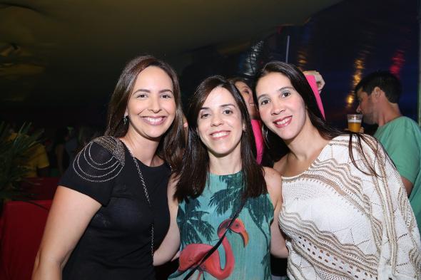 Luciana Cavalcanti, Cacau Acioli e Luciana Baia curtiram o show do camarote