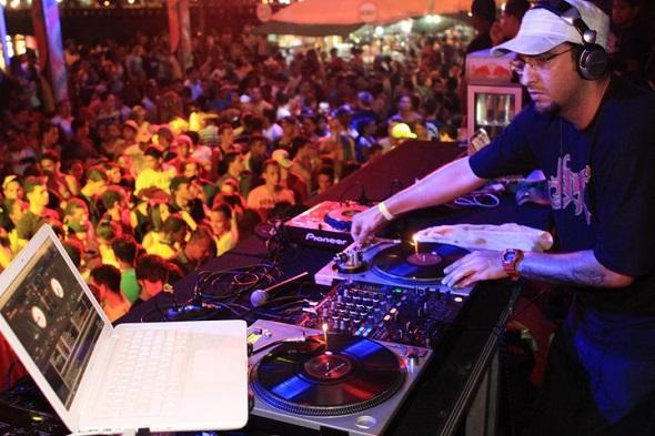 O DJ Renato da Mata já tocou na tenda - Crédito: Flora Pimentel/Divulgação