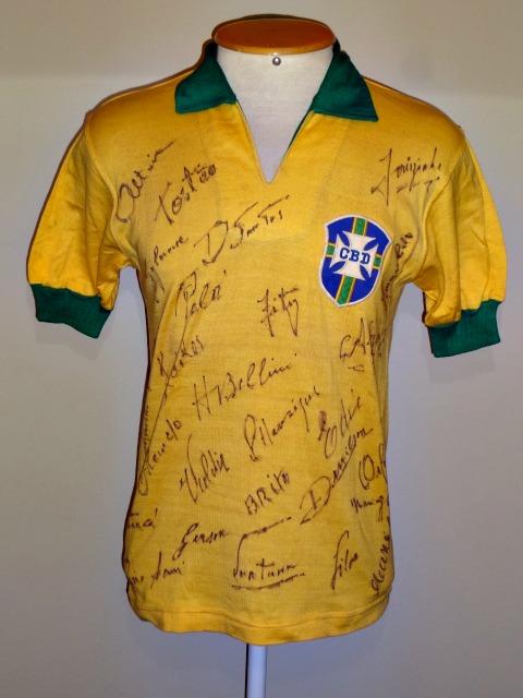 """Camisa de Pelé, da Copa do Mundo de 1966, da exposição """"Brasil - um pais, um mundo"""" - Crédito: Paulo Gini/Footwise/Divulgação."""