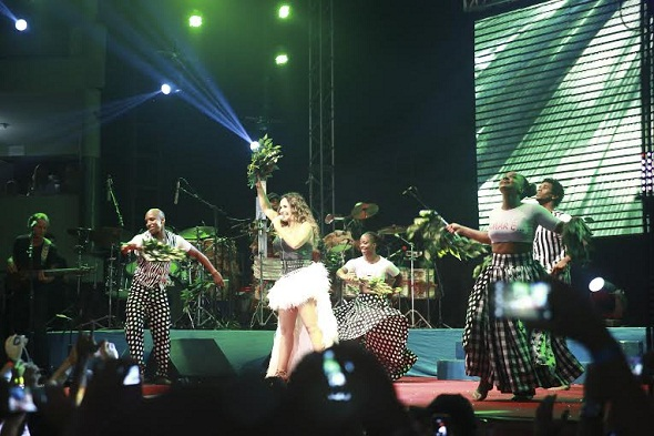 Daniela Mercury fez um show cheio de energia no Baile - Crédito: Bernardo Dantas/DP/D.A Press