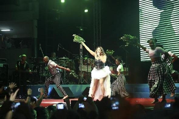 O público vibrava mais a cada música que Daniela cantava - Crédito: Bernardo Dantas/DP/D.A Press