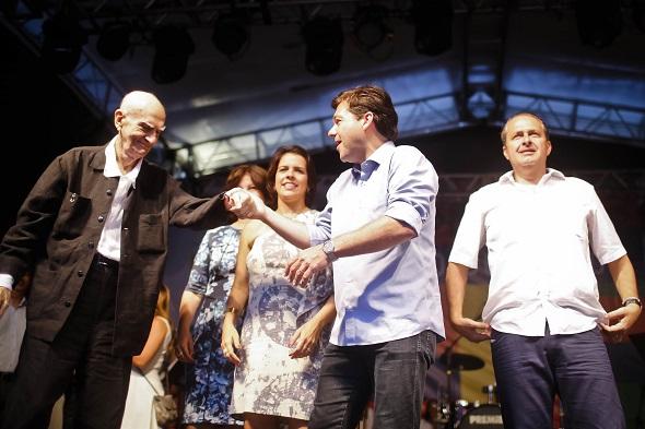 Geraldo recebeu Ariano no palco - Crédito: Andréa Rêgo Barros/PCR