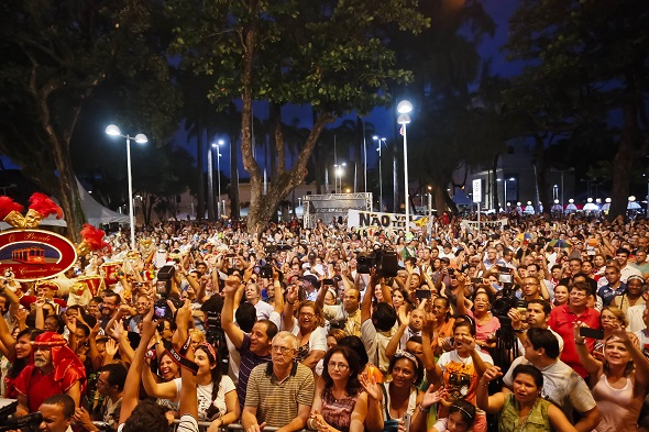 O público já aguarada ansioso para conehcer o Paço do Frevo - Crédito: Andréa Rêgo Barros/PCR
